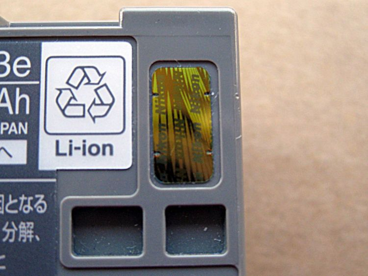 Original_Battery_Nikon_with_notches_4_
