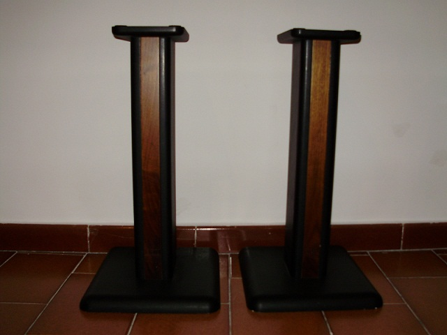 Chario Speakers Stand