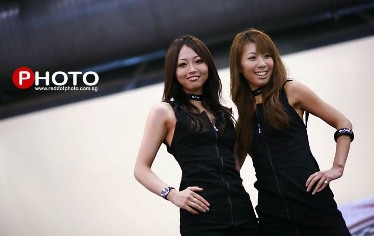 Red Dot Photo  goes to Auto Asia Salon 2009