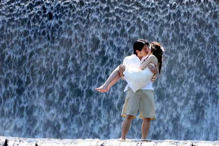 a kiss on the waterfall