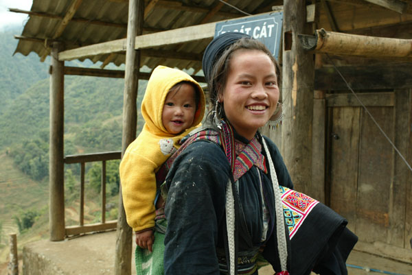 Young woman with daughter, Sapa