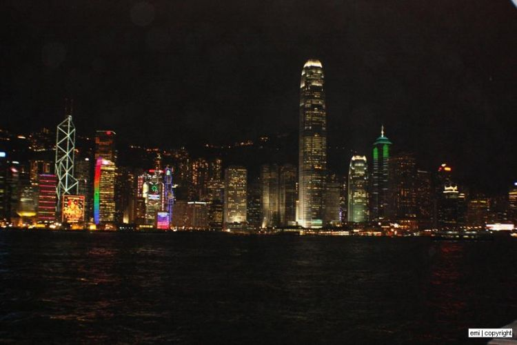 emi_-_night_view_by_the_harbour_hongkong_nov09
