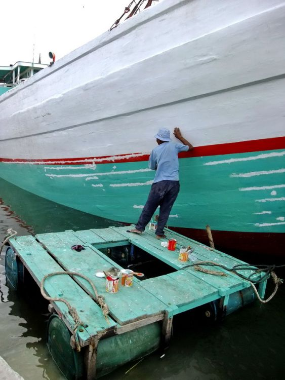 repainting the ships 01