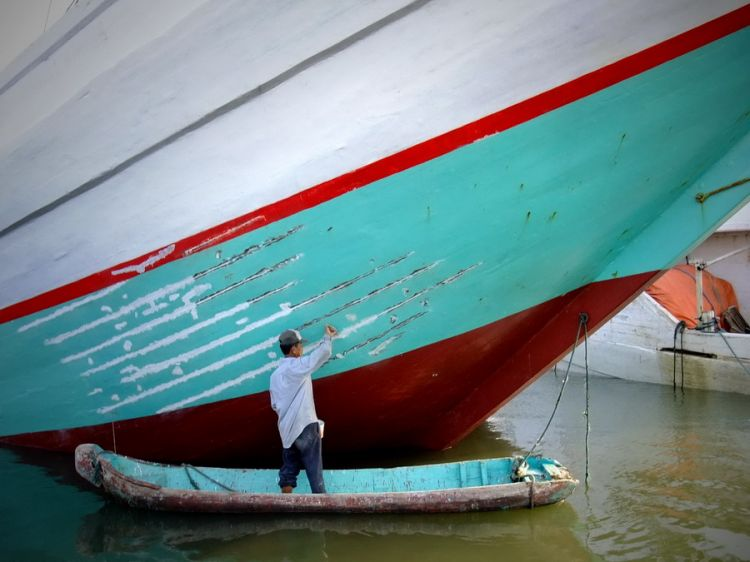 repainting the ships 02