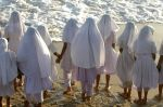 Colomboan_schoolgirls_at_the_beach.jpg